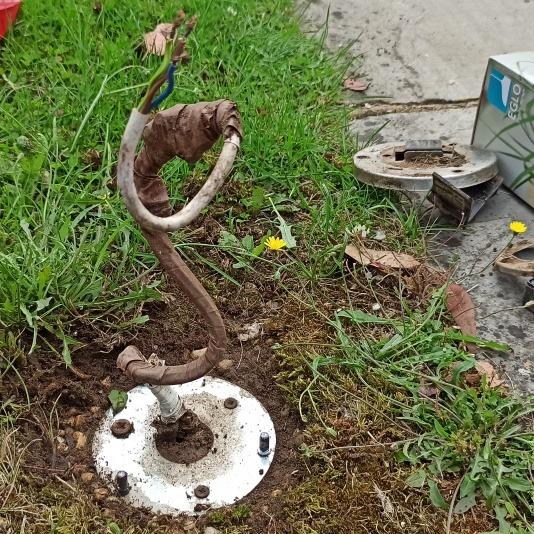 broken driveway lamp